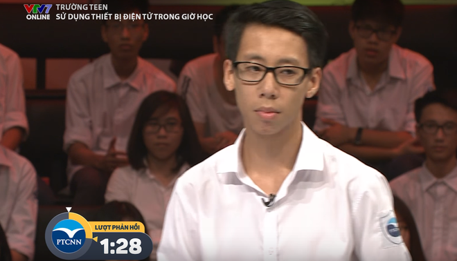 Clip màn tranh luận đầy tự tin khiến cả khán phòng phải vỗ tay của nam sinh Chuyên Ngữ - Ảnh 4.