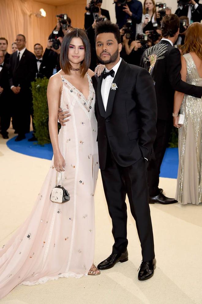 The Weeknd - Kẻ vô gia cư nghiện ngập giờ thành siêu sao thu nhập nghìn tỷ và có bạn gái đẹp! - Ảnh 4.