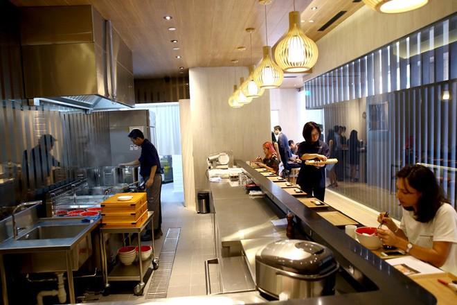 Món mì Nhật Bản đầu tiên trên thế giới được nhận sao Michelin lại có giá rẻ bất ngờ - Ảnh 7.