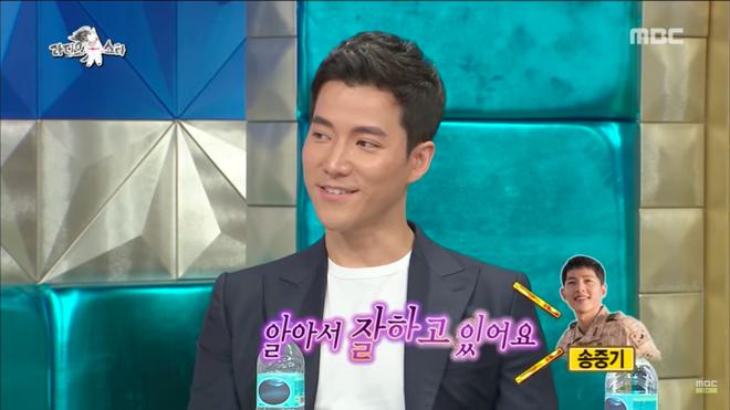 Diễn viên Hậu duệ mặt trời tiết lộ: Song Joong Ki từng ám chỉ chuyện hẹn hò nhưng không ai nhận ra? - Ảnh 2.