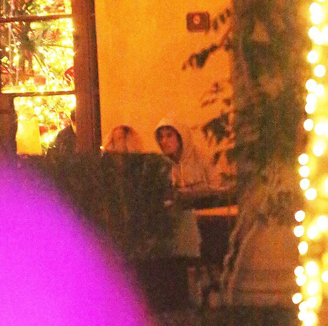 Selena Gomez xinh đẹp rạng rỡ đi hẹn hò với Justin Bieber sau thời gian xa cách