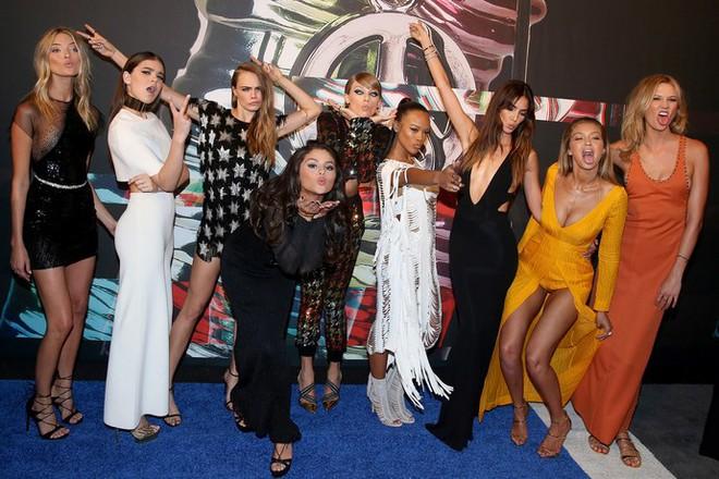 Các ngôi sao chẳng ưa nổi hội chị em bạn dì nổi tiếng của Taylor Swift - Ảnh 1.