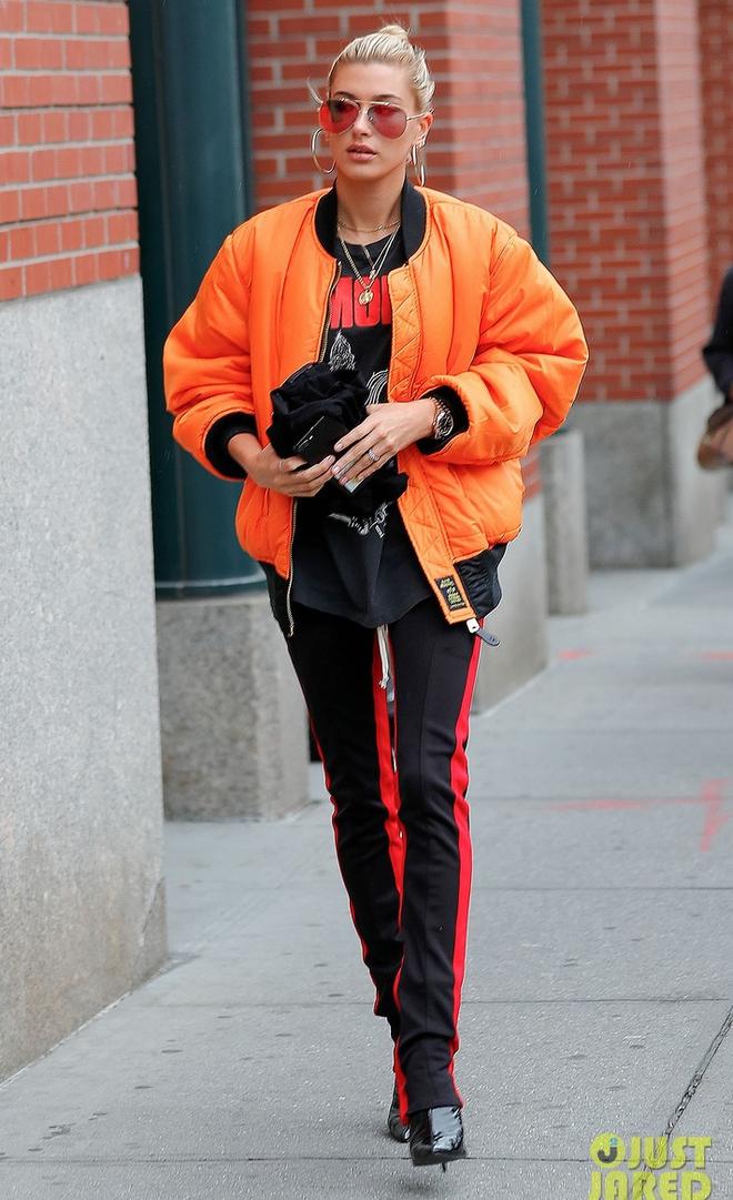 Mai Phương Thúy diện đồ giản dị giật mình, Kylie Jenner bô nhếch khác hẳn hình sống ảo - Ảnh 17.