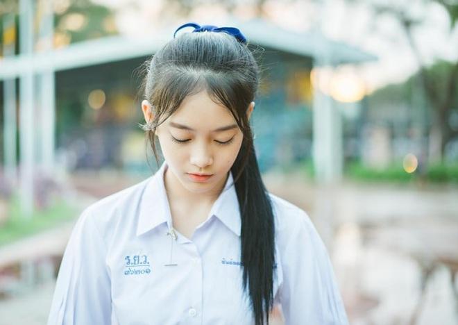 Chỉ cần diện đồng phục học sinh thôi, cô bạn Thái Lan sinh 2000 đã xinh hết phần người ta! - Ảnh 6.
