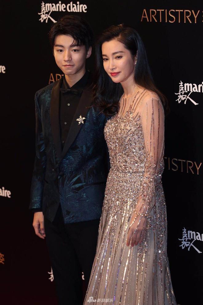 Thảm đỏ Marie Claire: Đường Yên chiếm sóng với chiếc váy đẹp xuất sắc, Lưu Diệc Phi kém sang hơn hẳn Dương Mịch - Angela Baby - Ảnh 17.