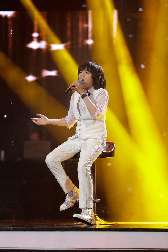 Vietnam Idol Kids: Hoàng tử Bolero bất ngờ chuyển sang hát nhạc Phan Mạnh Quỳnh - Ảnh 9.