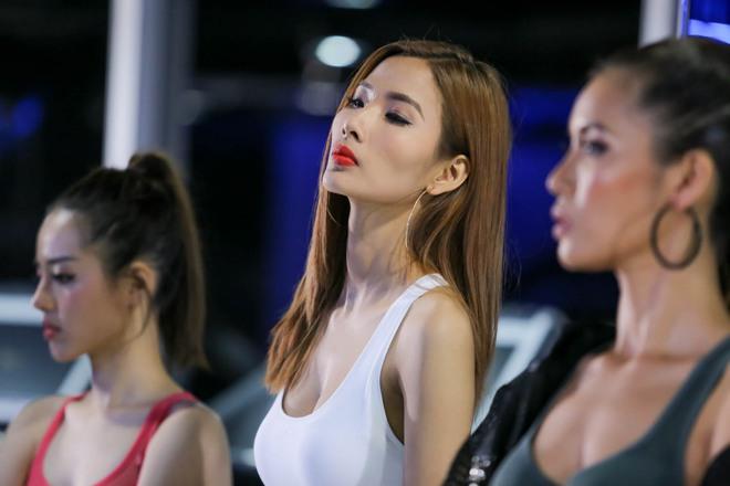 Chuyên gia trang điểm của Selena Gomez chê HLV The Face Việt đi tập thể dục mà son phấn quá dầy - Ảnh 4.
