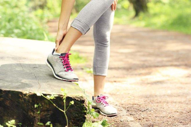 Những dấu hiệu cho thấy cơ thể đang thật sự thiếu nước và bạn cần bổ sung ngay - Ảnh 3.