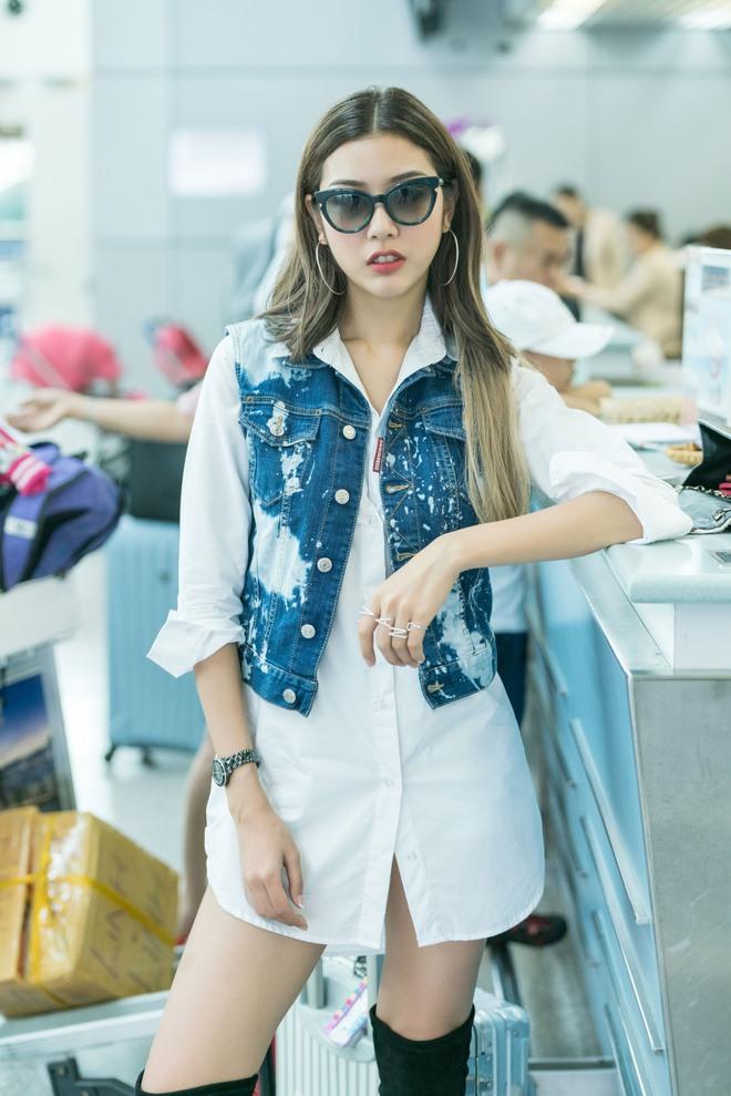 Á hậu Thúy Vân lột xác với phong cách đầy năng động và cá tính tại sân bay - Ảnh 2.