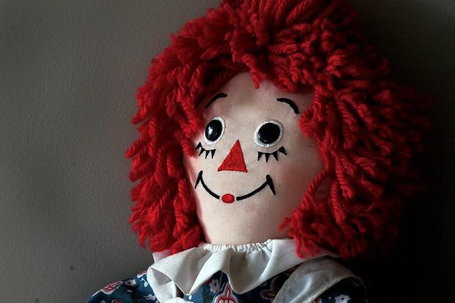 Truy tìm búp bê quỷ ám Annabelle ngoài đời thực - ảnh 5