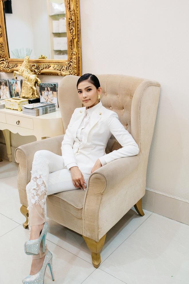 Hoa hậu Mỹ Linh đẹp kiêu sa, đọ sắc bên đàn chị Vũ Thu Phương - Ảnh 8.