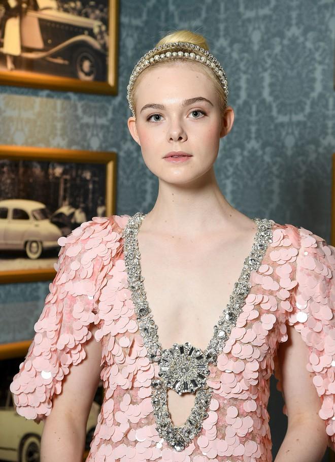Elle Fanning lại xuất hiện kiêu sa đài các như một nàng công chúa giữa Paris thơ mộng! - Ảnh 6.