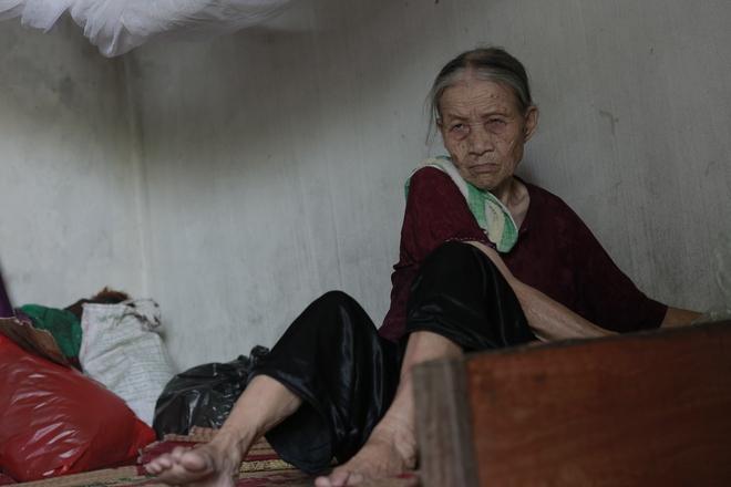 """Cộng đồng chung tay giúp đỡ cặp vợ chồng """"ông điếc chăm bà mù bằng những bữa cơm chỉ có 5.000 đồng"""" - Ảnh 9."""