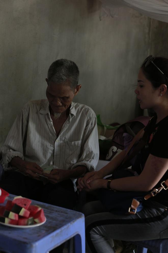 """Cộng đồng chung tay giúp đỡ cặp vợ chồng """"ông điếc chăm bà mù bằng những bữa cơm chỉ có 5.000 đồng"""" - Ảnh 15."""