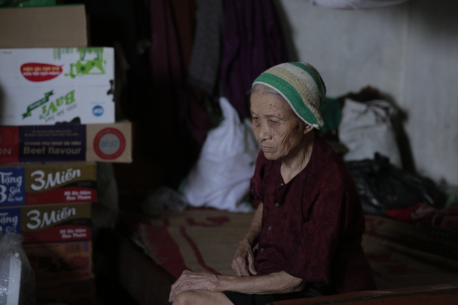 """Cộng đồng chung tay giúp đỡ cặp vợ chồng """"ông điếc chăm bà mù bằng những bữa cơm chỉ có 5.000 đồng"""" - Ảnh 11."""