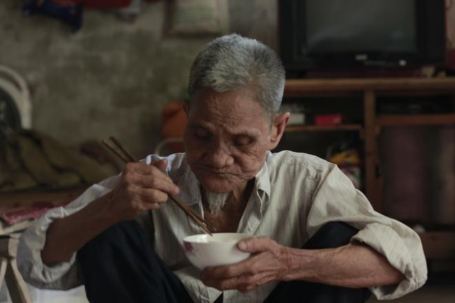 """Cộng đồng chung tay giúp đỡ cặp vợ chồng """"ông điếc chăm bà mù bằng những bữa cơm chỉ có 5.000 đồng"""" - Ảnh 13."""