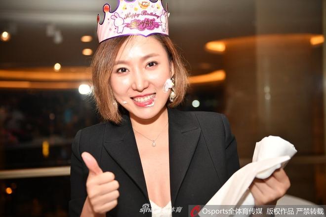 Nữ Chủ tịch đội bóng Trung Quốc được mệnh danh là sếp nữ xinh đẹp nhất thế giới - Ảnh 7.