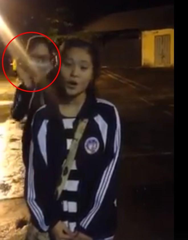 Nữ sinh quay clip khoe giọng hát, nhưng bạn thân múa phụ hoạ 4s mới là người được chú ý - ảnh 2