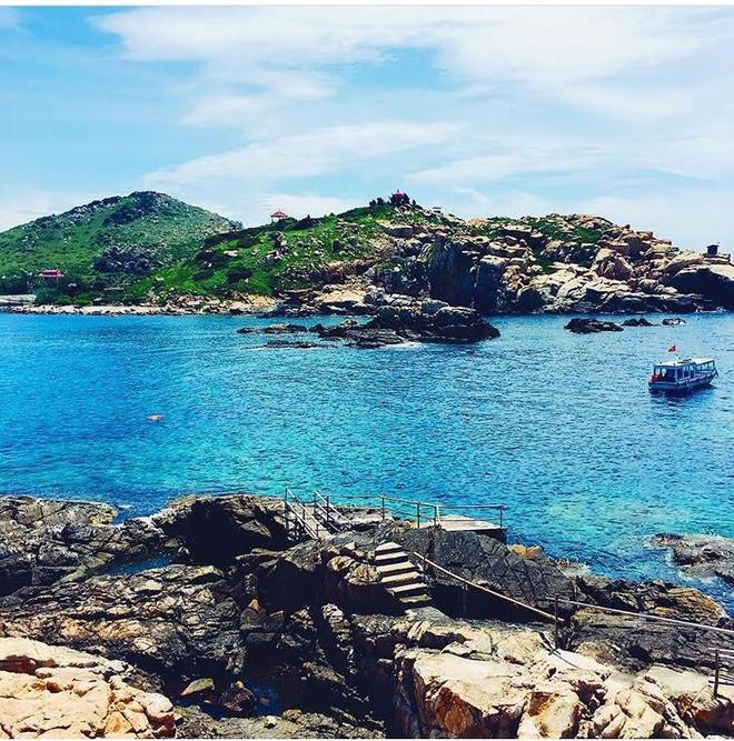 Những con đường giữa biển đẹp mê hồn ở Việt Nam mà bạn chưa biết tới - Ảnh 3.