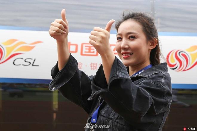 Nữ Chủ tịch đội bóng Trung Quốc được mệnh danh là sếp nữ xinh đẹp nhất thế giới - Ảnh 1.