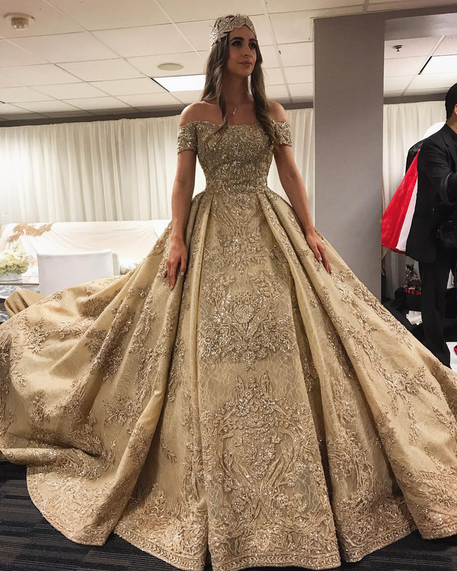 Chẳng ai như tiểu thư nước Nga, chi gần 230 tỷ đồng để mua váy cưới - Ảnh 2.