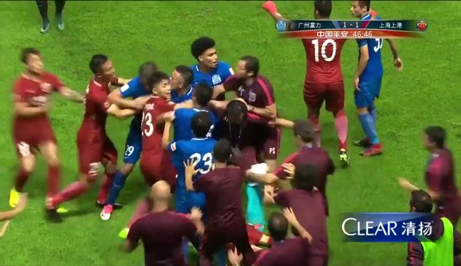 4 cầu thủ Trung Quốc định quây đánh hội đồng cựu sao Chelsea - Ảnh 3
