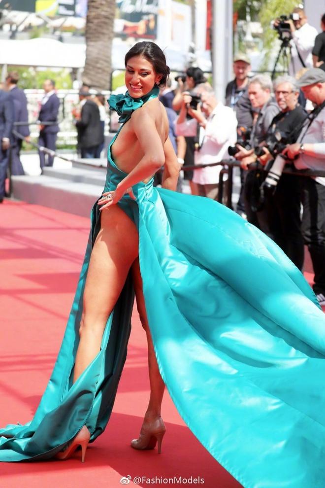 Nữ diễn viên vô danh diện váy hở bạo trở thành bà hoàng thảm đỏ tại Cannes - Ảnh 1.