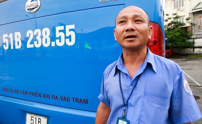 """Mát lòng với dòng chữ """"Xin lỗi đã làm phiền khi ra vào trạm"""" phía sau đuôi xe buýt ở Sài Gòn - Ảnh 5."""