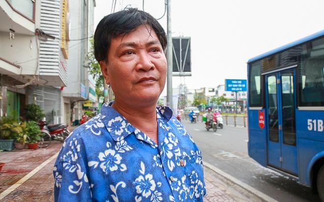 """Mát lòng với dòng chữ """"Xin lỗi đã làm phiền khi ra vào trạm"""" phía sau đuôi xe buýt ở Sài Gòn - Ảnh 8."""