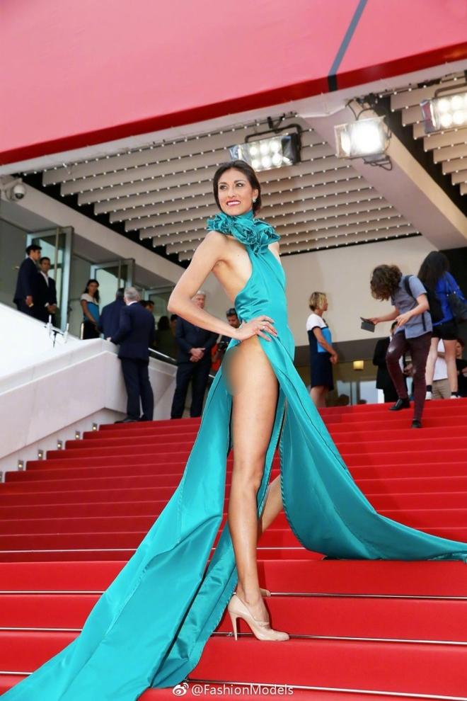 Nữ diễn viên vô danh diện váy hở bạo trở thành bà hoàng thảm đỏ tại Cannes - Ảnh 5.