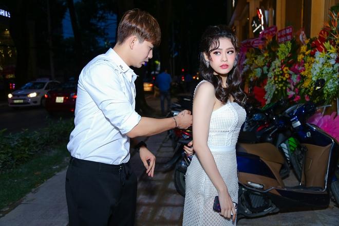 """Kaity Nguyễn diện váy khoe vòng 1""""khủng"""", tình tứ bên Will trong sự kiện"""