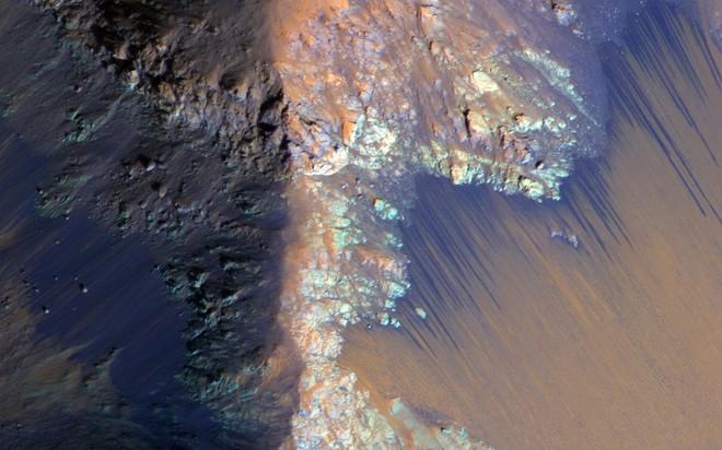 Tìm ra nguồn nước uống được khổng lồ trên sao Hỏa, hoàn toàn nằm trong phạm vi có thể khai thác - Ảnh 1.