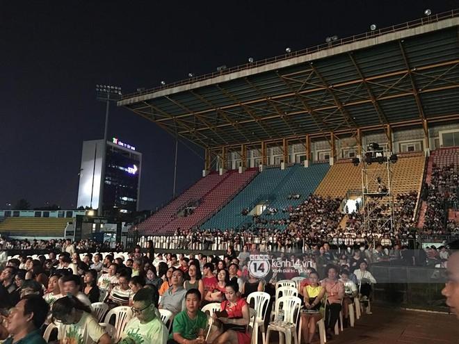 Không chỉ loạt ngôi sao, khán giả cũng không mặn mà với Gala kỷ niệm 20 năm Làn Sóng Xanh - Ảnh 2.