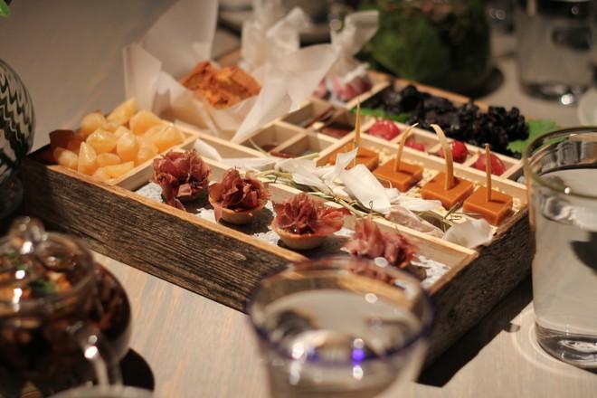 Một trong những nhà hàng ngon nhất thế giới lại nằm ở vùng hẻo lánh, nhiệt độ - 40 độ C và muốn ăn thì phải đặt chỗ trước vài tháng - Ảnh 3.