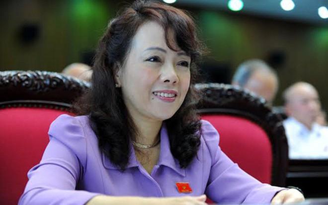Bộ trưởng Nguyễn Thị Kim Tiến mặc áo đỏ, đeo băng rôn kêu gọi toàn dân cổ vũ, ăn mừng đội tuyển U23 Việt Nam văn minh - ảnh 1