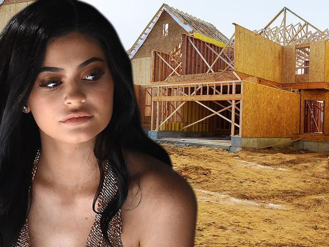 Sắp lâm bồn, đại gia 20 tuổi Kylie Jenner vẫn tất bật xây thêm biệt thự khủng 53 tỷ đồng - Ảnh 1.