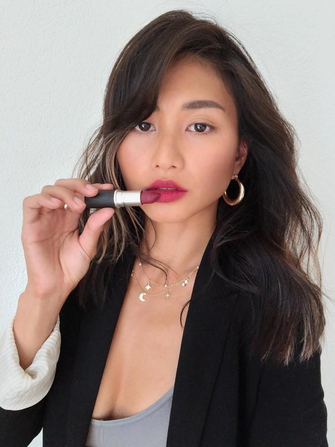 Review son lì MAC Powder Kiss hot hit mới toanh: cận cảnh chất son và những gam màu đẹp nhất, hợp con gái châu Á nhất - ảnh 31