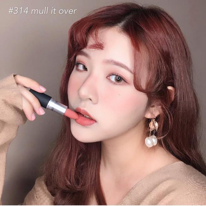 Review son lì MAC Powder Kiss hot hit mới toanh: cận cảnh chất son và những gam màu đẹp nhất, hợp con gái châu Á nhất - ảnh 22