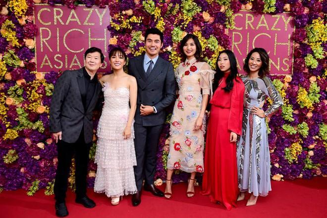 Crazy Rich Asians trở thành phim hài - tình cảm có doanh thu cao nhất trong vòng một thập kỷ - ảnh 1