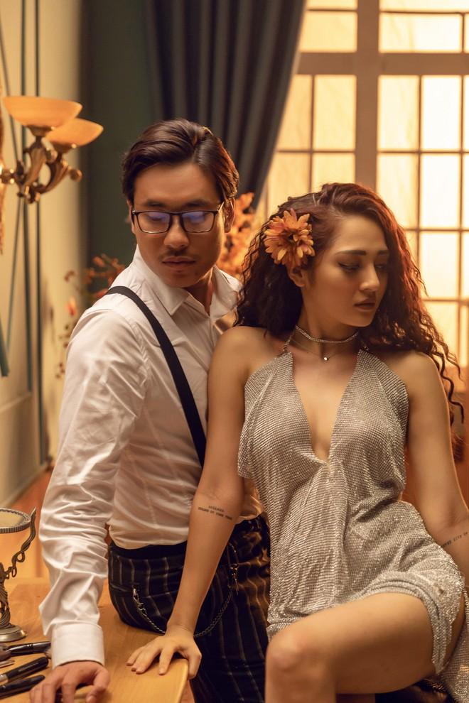 Bảo Anh hoá búp bê điên dại vì yêu, tình tứ cùng Kiều Minh Tuấn trong MV có tựa đề gây xôn xao - Ảnh 2.