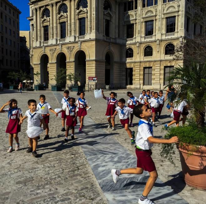 Khám phá đồng phục của học sinh, sinh viên thế giới: Nơi gây choáng vì đắt đỏ, nơi ấn tượng mạnh về độ độc đáo - Ảnh 9.