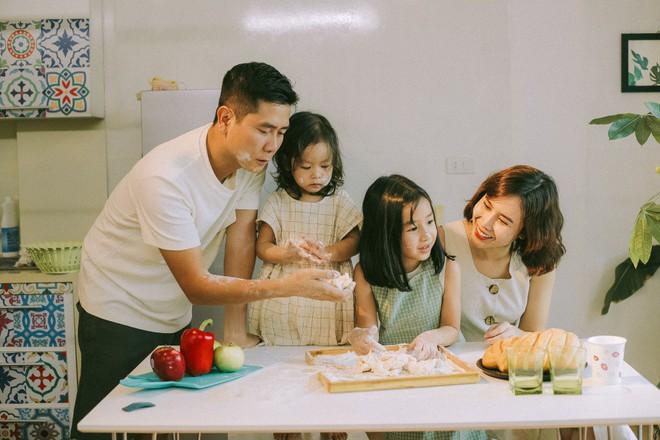 Lưu Hương Giang - Hồ Hoài Anh lần đầu chụp ảnh gia đình đủ 4 thành viên, hé lộ con gái hơn 2 tuổi lớn phổng phao - Ảnh 6.