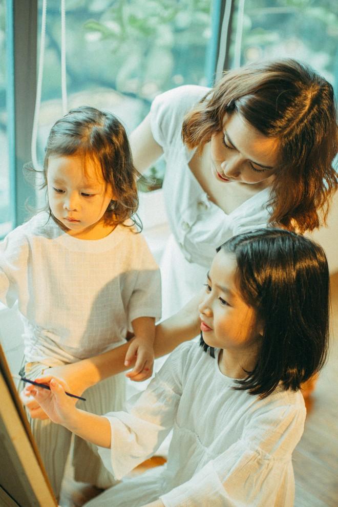 Lưu Hương Giang - Hồ Hoài Anh lần đầu chụp ảnh gia đình đủ 4 thành viên, hé lộ con gái hơn 2 tuổi lớn phổng phao - Ảnh 11.