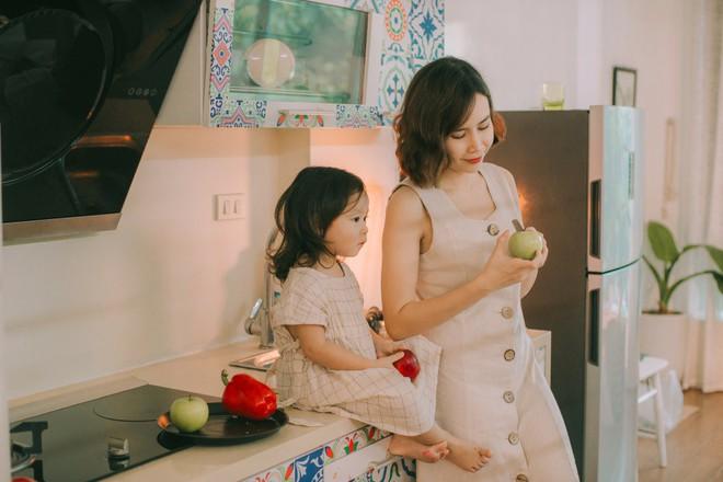 Lưu Hương Giang - Hồ Hoài Anh lần đầu chụp ảnh gia đình đủ 4 thành viên, hé lộ con gái hơn 2 tuổi lớn phổng phao - Ảnh 12.