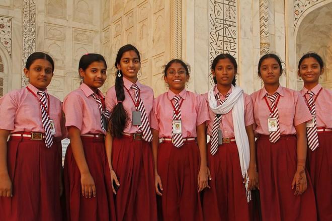 Khám phá đồng phục của học sinh, sinh viên thế giới: Nơi gây choáng vì đắt đỏ, nơi ấn tượng mạnh về độ độc đáo - Ảnh 21.