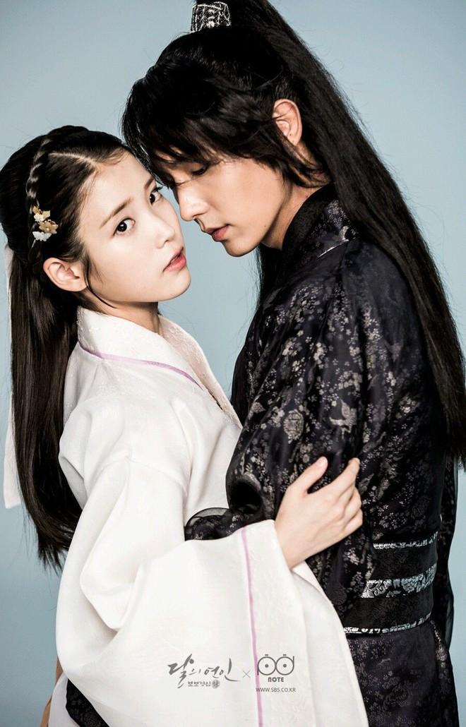 Fan mừng rơn khi cặp đôi Người tình ánh trăng - IU & Lee Jun Ki sẽ chính thức tái ngộ trên show thực tế - Ảnh 1.