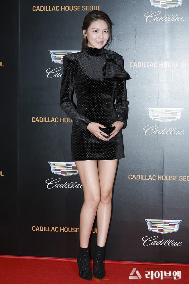 Nhìn thì đơn giản nhưng chỉ những nàng chân dài, dáng đẹp mới có thể diện được mẫu váy này - ảnh 4