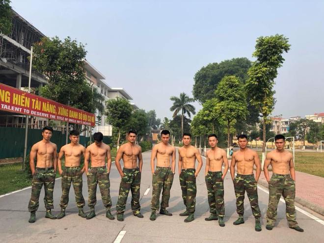 """Bức ảnh """"Hậu duệ mặt trời"""" phiên bản Việt quy tụ cả dàn trai đẹp, ai cũng body 6 múi chuẩn không cần chỉnh - ảnh 5"""