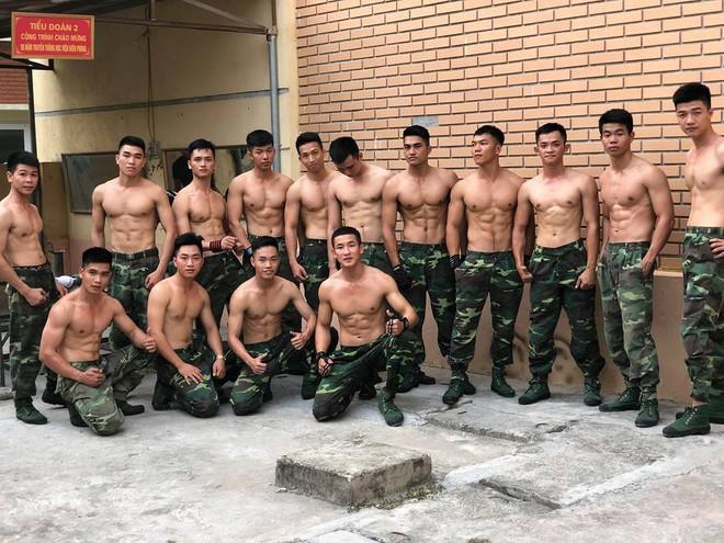 """Bức ảnh """"Hậu duệ mặt trời"""" phiên bản Việt quy tụ cả dàn trai đẹp, ai cũng body 6 múi chuẩn không cần chỉnh - ảnh 3"""
