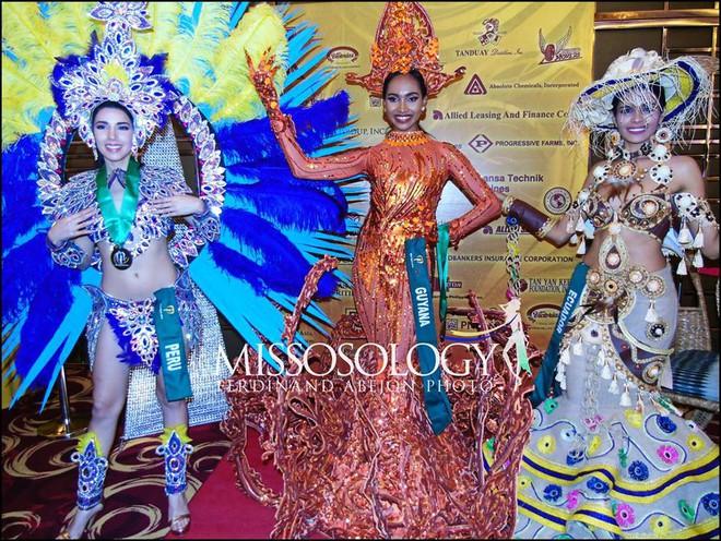 Clip: Đại diện Việt Nam giành huy chương vàng phần thi trình diễn trang phục dân tộc tại Miss Earth 2018 - ảnh 4